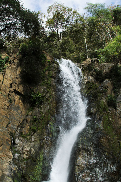 This is the third waterfall considered home of Cuasrán. Legend tells that Cuasrán protects the people of Boruca through power and force of the flowing water.
